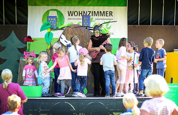 WN_Ameise Anni aktiviert die Kinder beim Mitmachtheater